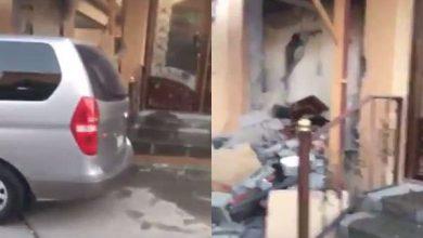 Photo of شاهد.. انفجار كهربائي يسبب خسائر كبيرة في منزل ويصيب شخصًا بحروق