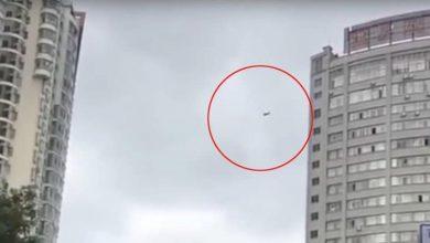 Photo of بالفيديو: تعلق بين السماء والأرض هربا من فاتورة الفندق!