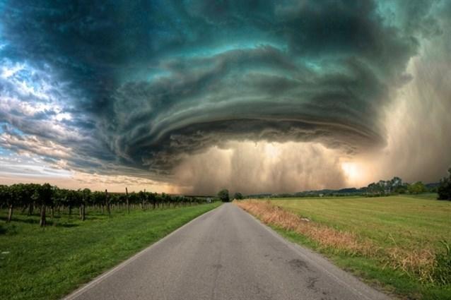 تفسير حلم الإعصار و العواصف في المنام مجلة رجيم