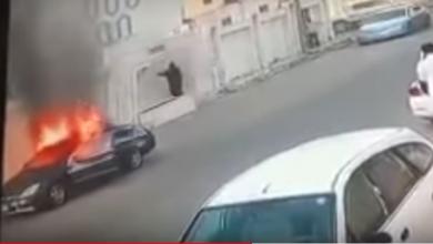 Photo of تفاصيل بالصور احتراق سيارة بسبب شاحن متنقل