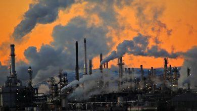 دخان المصانع الملوث للبيئة