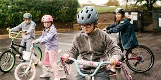 ركوب الدراجة من الأمور الممتعة للجميع الأشخاص بمختلف الأعمار،