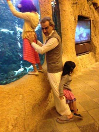 صور الامير الوليد بن طلال مع احفاده