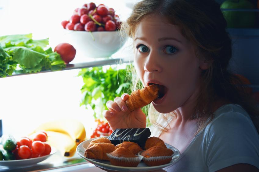 5 طرق لتجنب تناول الوجبات الخفيفة في وقت متأخر من الليل
