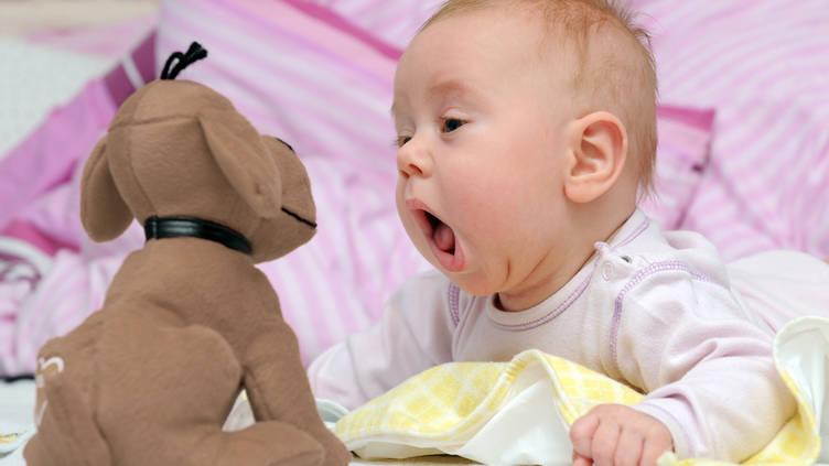 مساعدة الطفل على النطق