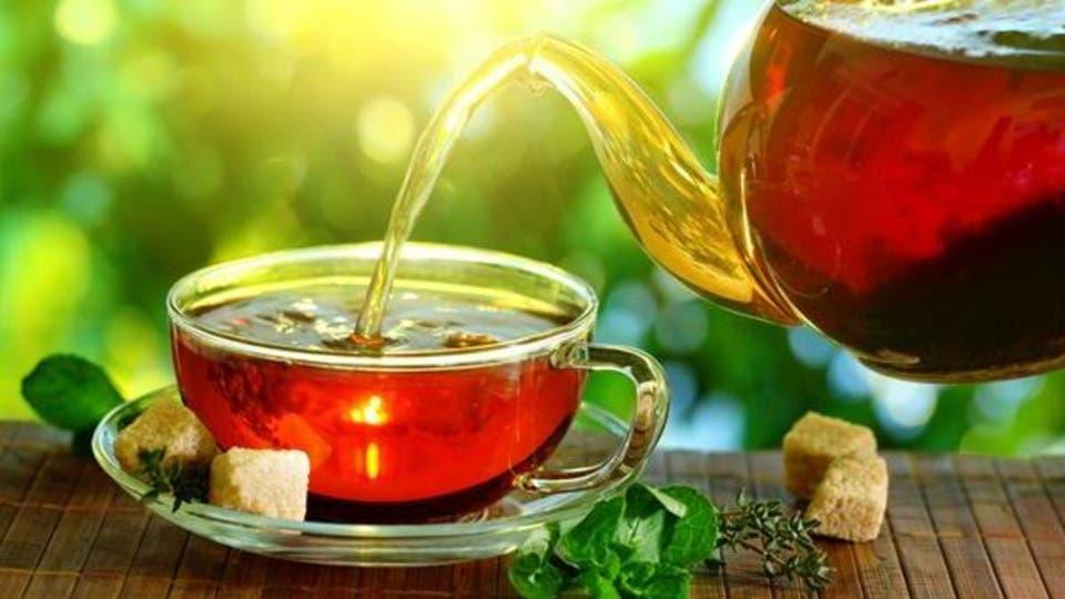فوائد الشاي الطبيعية لعلاج الإسهال وتنظيف الأمعاء من السموم