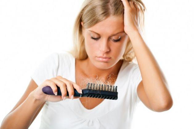 أفضل طرق لعلاج تساقط الشعر بالثوم