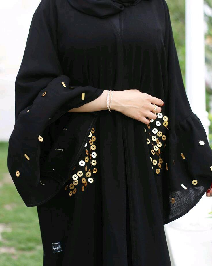 أفضل 7 متاجر لبيع العبايات السوداء في السعودية
