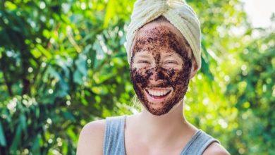 خلطات تقشير بشرة الوجه بالقهوة وماء الورد المنزلية