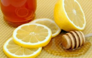 أهم الوصفات الطبيعية من العسل والدقيق للتخلص من مشكلة الحبوب